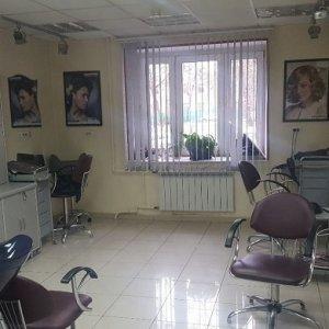 В штате 2 администратора, 2 мастера-парикмахера,